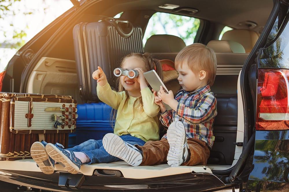 happy kids in car   car finance